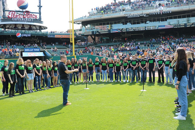 LOHS Choir sings national anthem at Tigers game