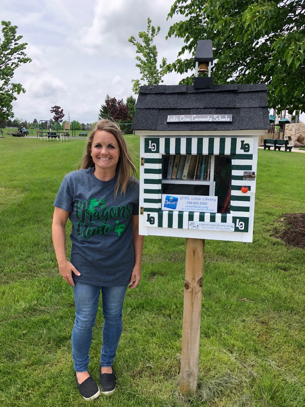 Oakview teacher represents LOCS in renovated little library