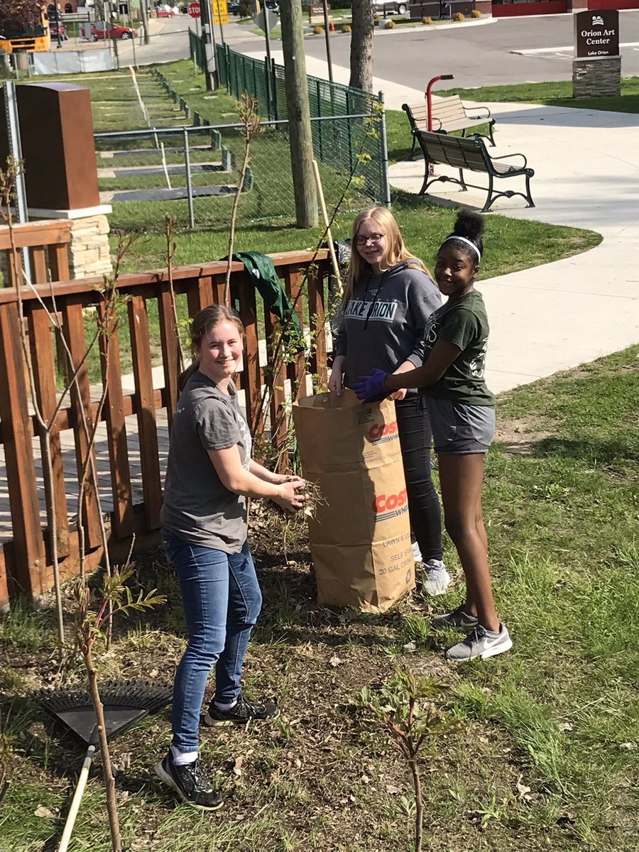 Oakview's NJHS students hold Day of Service for community