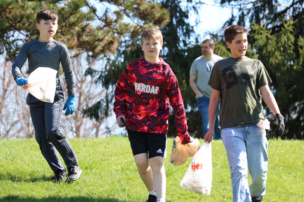 Waldon sixth graders clean up for Earth Day