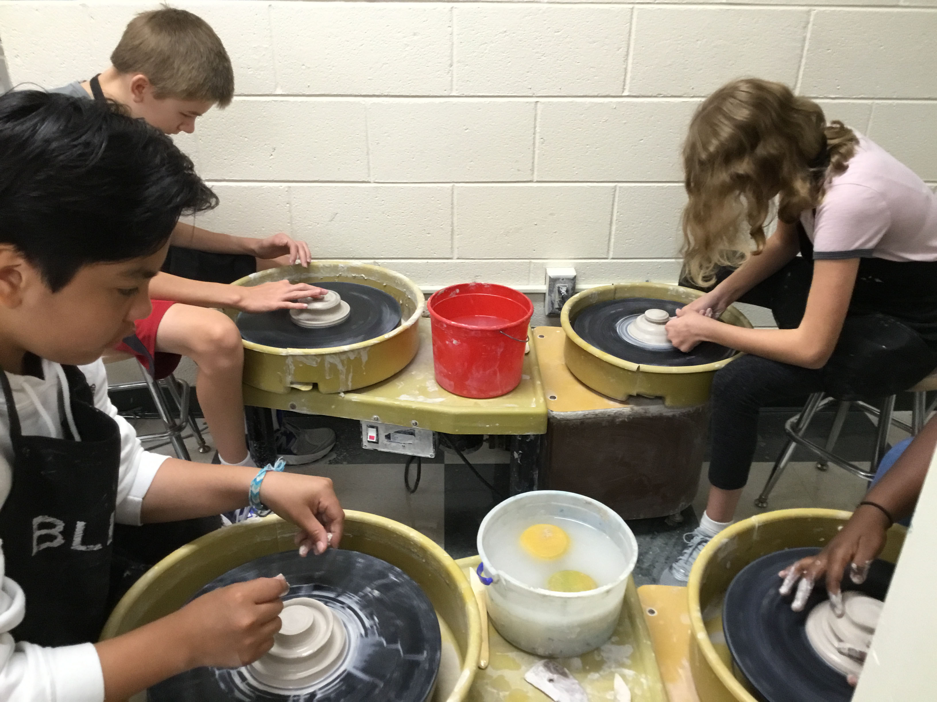 Scripps Art Students Learn Clay Techniques